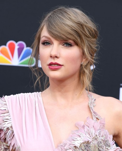 Kiểu tóc giúp Taylor Swift khi lạnh lùng, lúc quyến rũ suốt 12 năm qua