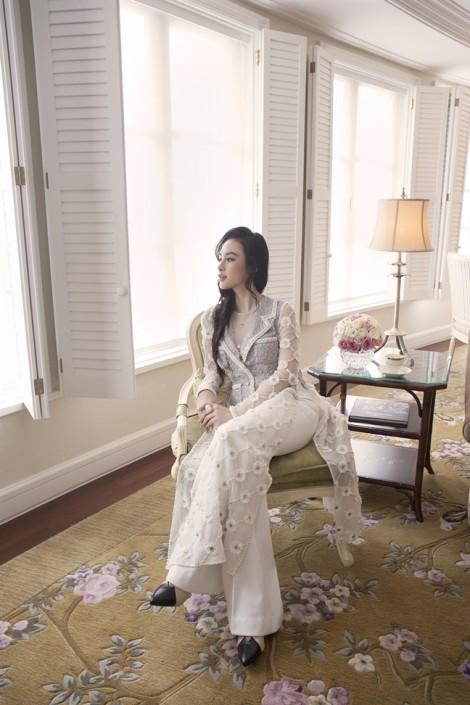 Angela Phương Trinh và 7 mẫu áo dài cho nàng yêu vẻ đẹp cổ điển