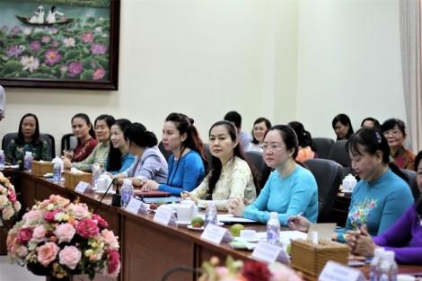 Hội LHPN TP.HCM: Trao tặng 50 triệu đồng cho học viên tỉnh Champasak (Lào)
