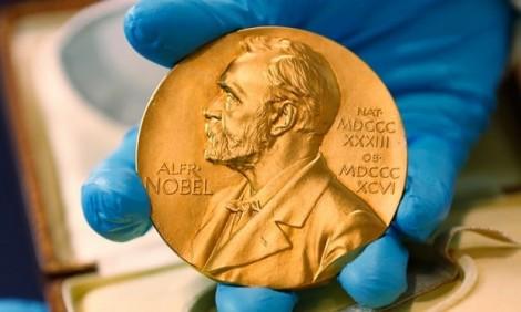 100 thành viên Viện Hàn lâm Thụy Điển tự lập giải thưởng Nobel Văn chương mới