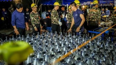 Chạy đua với thời tiết xấu, cạn kiệt oxy để giải cứu đội bóng Thái Lan