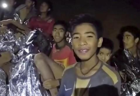 Niem tin va y chi cua HLV Ekapol da cuu song ca doi bong Thai Lan