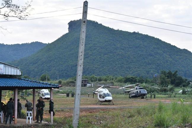 Giai cuu doi bong Thai Lan: 5 nguoi bi ket lai trong hang 'van khoe manh'