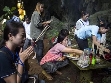 Chuyện bên lề cuộc giải cứu đội bóng Thái Lan mắc kẹt trong hang