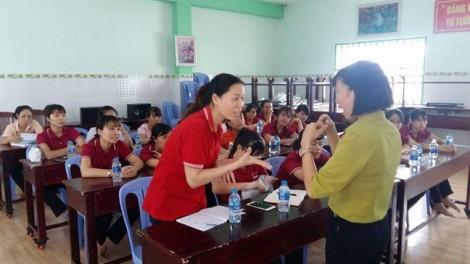 Q.12: Hướng dẫn kỹ năng cho giáo viên và bảo mẫu các trường mầm non tư thục