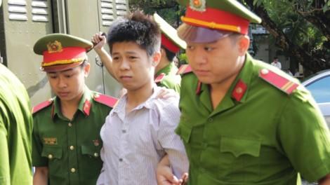 Nam thanh niên đoạt mạng 5 người ở Sài Gòn thản nhiên 'tạo dáng' ở tòa