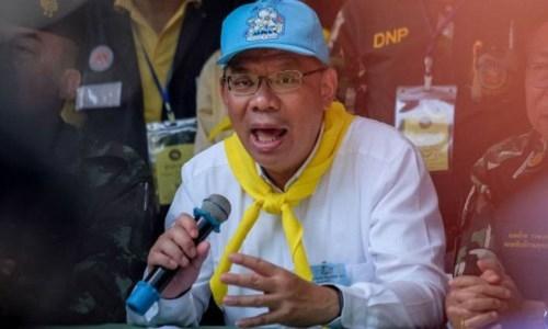 Giai cuu doi bong Thai Lan: HLV Ekapol o lai mot minh trong hang toi nay?