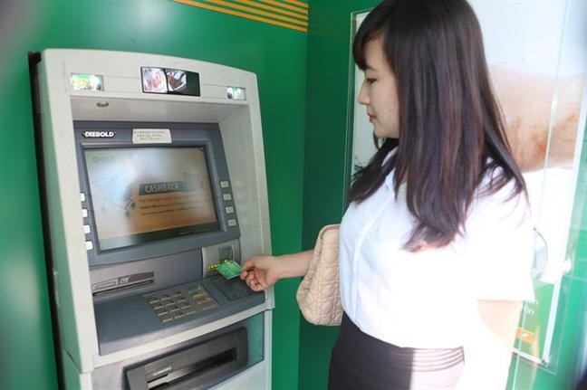 Chua chinh thuc tang phi rut tien ATM, cac ngan hang da bi 'tuyt coi'