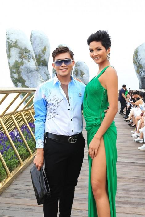 Dàn người đẹp hội ngộ trong show diễn thời trang ở độ cao hơn 1.400 mét
