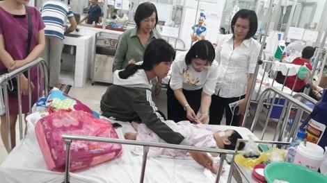 """Vụ """"mẹ tâm thần đâm con 11 tháng tuổi"""": Sức khỏe cháu bé đã tạm ổn định"""