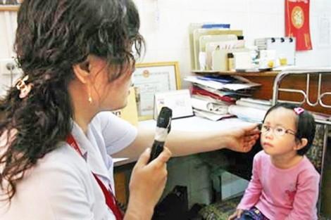 Cha mẹ sai lầm khiến trẻ giảm thị lực