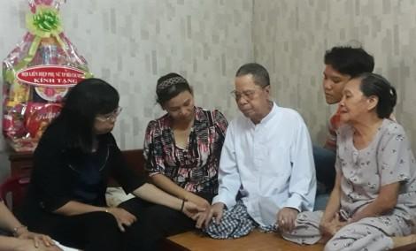 Hội LHPN TP.HCM thăm và tặng quà các mẹ Việt Nam anh hùng, gia đình chính sách