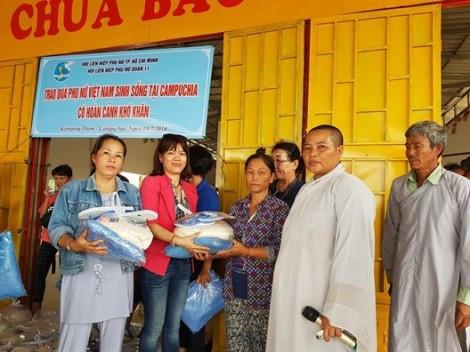 Q.11: Trao 50 phần quà cho kiều bào Việt tại Campuchia