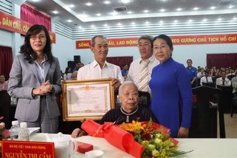Phong, truy tặng danh hiệu 44 Mẹ Việt Nam Anh hùng