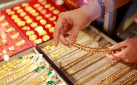 Giá vàng ngày 27/7:  Vàng giữ nguyên kịch bản cầm chừng, USD tiếp tục lên ngôi