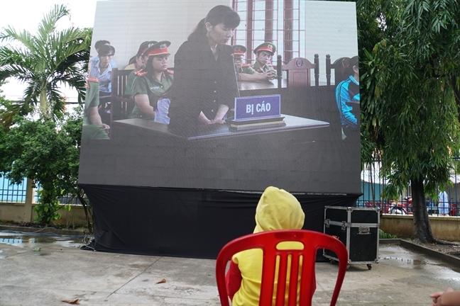 Bao hanh tre: Tai sao quy su lot vao noi can tinh yeu thuong?