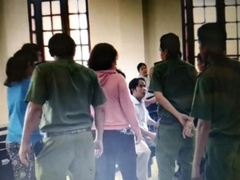 Khởi tố vụ 2 người hành hung nhà báo, kiểm sát viên ở tòa Bình Chánh