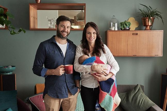 Nhiem vu kep cua Thu tuong New Zealand sau khi sinh con