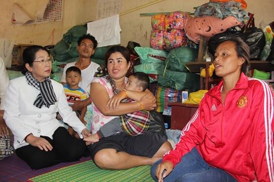 Bo Quoc phong, TP.HCM ho tro 150.000USD khac phuc hau qua vo dap thuy dien tai Lao