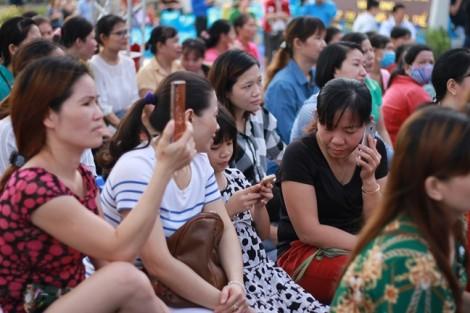 Công nhân 'tút nhan sắc' trong Ngày hội chăm sóc sức khỏe nữ công nhân