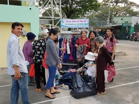 Chia sẻ hơn 1.200 bộ quần áo cho người nghèo
