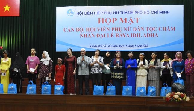 Hop mat can bo, hoi vien phu nu dan toc Cham nhan Dai le Raya Idil Adha