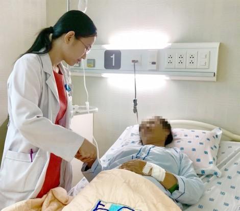 Không tin mình mắc bệnh gout, người phụ nữ tự uống thuốc đến nôn ra máu