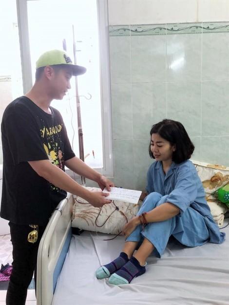 Nhiều tấm lòng nghệ sĩ đến giúp diễn viên Mai Phương vượt qua bệnh tật
