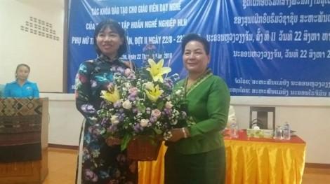 Hội LHPN TP.HCM hỗ trợ đào tạo giáo viên dạy nghề cho nước bạn Lào