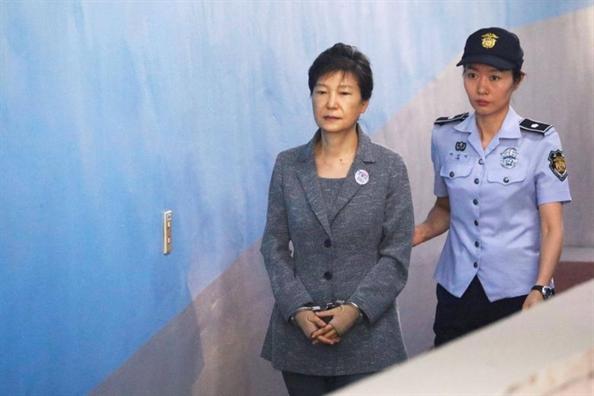 Cuu Tong thong Han Quoc Park Geun Hye bi nang an tu len 25 nam