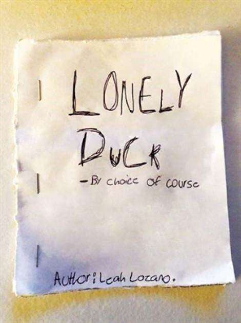 'Chú vịt cô đơn' này giống hệt chúng ta?