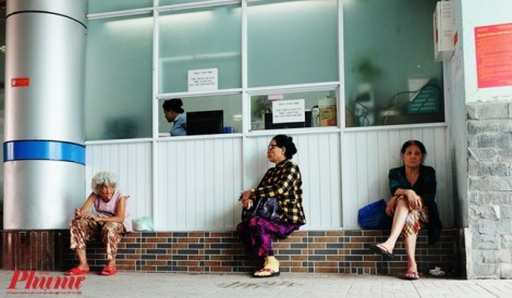 Bệnh viện An Bình thiếu thuốc, bệnh nhân nghèo phải tìm mua bên ngoài