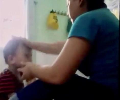 Bảo mẫu ở An Giang vừa cho ăn vừa đánh hai trẻ mầm non