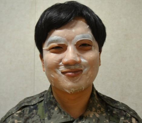 Bí quyết sinh tồn trong quân đội Hàn Quốc: Kem dưỡng ẩm, mặt nạ dưa chuột
