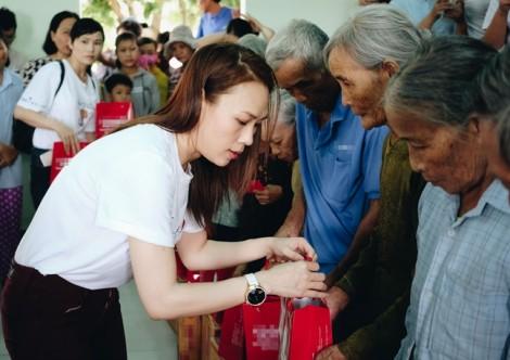 Mỹ Tâm tặng 400 phần quà từ thiện nhân lễ Vu Lan