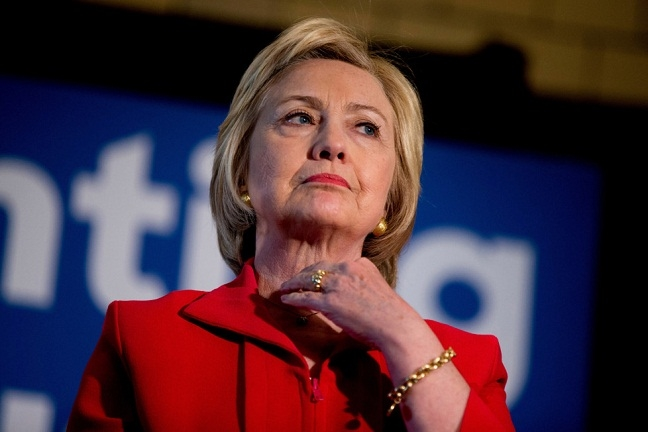 Hoi ky cua Hillary Clinton pha ky luc doanh thu the loai sach phi hu cau