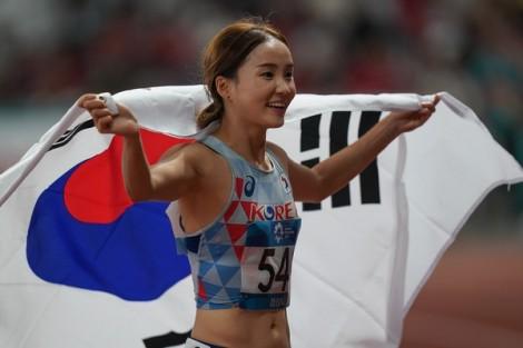 Vẻ đẹp cuốn hút của 'nữ hoàng điền kinh' châu Á Jung Hye-lim