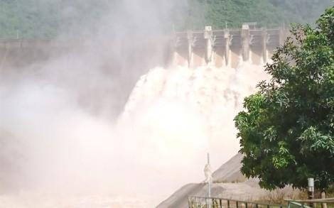 Thủy điện lớn nhất Bắc Trung Bộ xả lũ kỷ lục