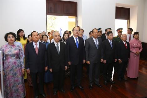 Lãnh đạo Chính phủ và TP.HCM dâng hương tưởng nhớ Bác Hồ