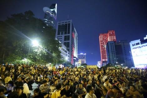 Đêm Quốc khánh thời tiết đẹp, người Sài Gòn đổ ra đường xem pháo hoa