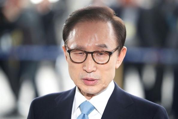 Cuu Tong thong Han Quoc Lee Myung Bak bi de nghi 20 nam tu