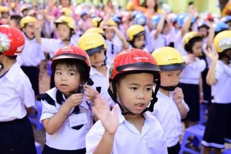 Lễ phát động trao tặng mũ bảo hiểm cho học sinh lớp Một toàn quốc năm học 2018 - 2019