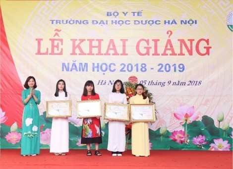 Trao học bổng Dạ Hương chung sức cùng nữ thầy thuốc tương lai lần thứ 10 cho sinh viên Đại học Dược Hà Nội