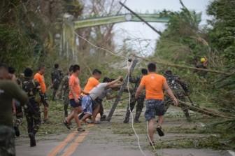 Siêu bão Mangkhut quét qua, dân Philippines mất nhà cửa