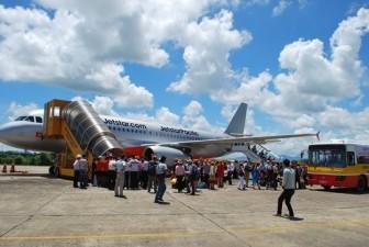 Ngừng khai thác hàng loạt chuyến bay do ảnh hưởng bão