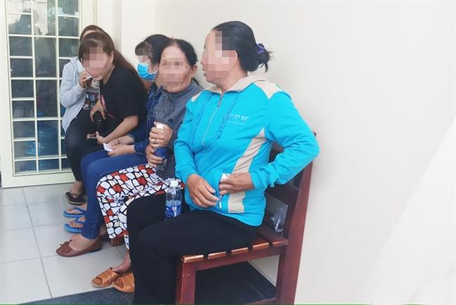 Hang chuc nguoi dinh bay lua xuat khau lao dong