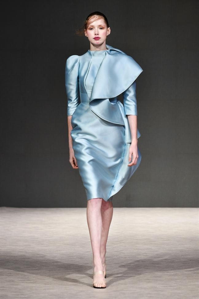 Nha thiet ke Phuong My mo man an tuong tai Vancouver Fashion Week