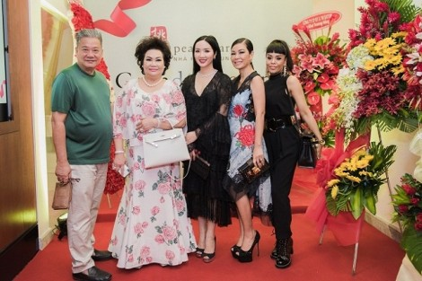 Valencia Trần, Hoa hậu Giáng My mừng khai trương Peach Garden