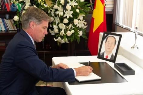 Các cơ quan đại diện Việt Nam ở nước ngoài tổ chức lễ viếng Chủ tịch nước Trần Đại Quang