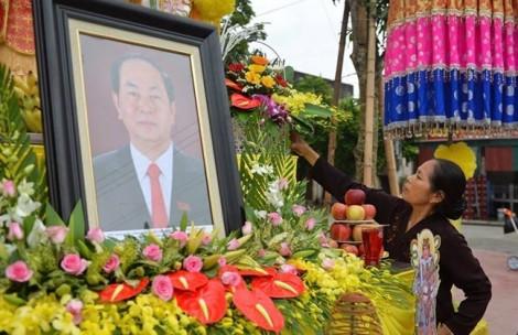 Người dân Ninh Bình đón linh cữu Chủ tịch nước trở về đất mẹ